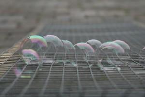 Seifenblasen auf Gitter - Regal Weiß